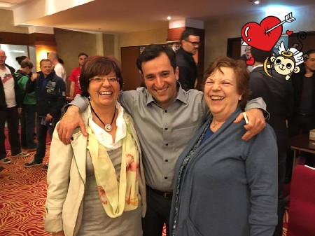 Roswitha mit Sylvia Schodruch und Alireza Zokaifar