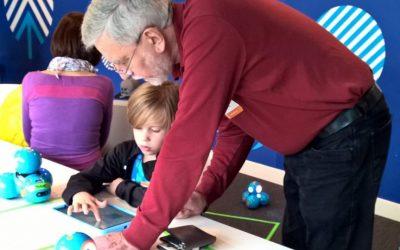 Lernroboter für Jung und Alt verbinden Generationen
