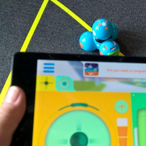 Der Dash Roboter wurde nach dem Programmieren mit dem Tablet gesteuert.