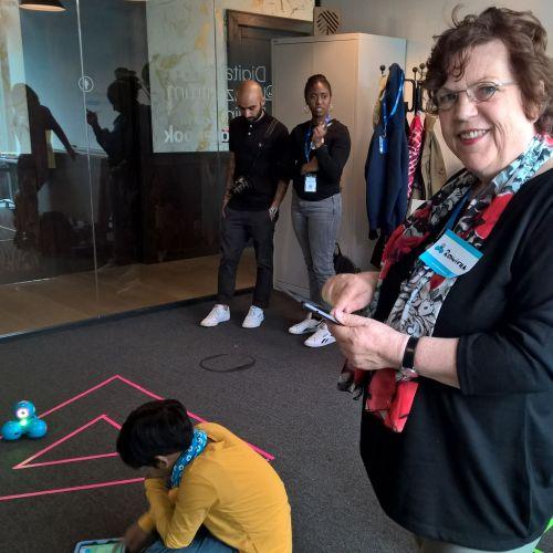 Das Spielen mit dem Lernroboter Dash hat mich begeistert hat viel Spaß gemacht
